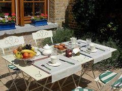 Petit déjeuner sur la terrasse2_petit